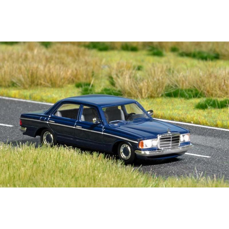 Merdeces Benz W 123 + feux fonctionnels - 14/16 V - H0