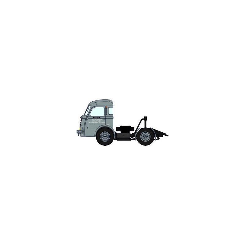 """Tracteur Panhard Movic calandre moderne gris + remorque UFR """"Beurre Charentes Poitou"""" - H0"""