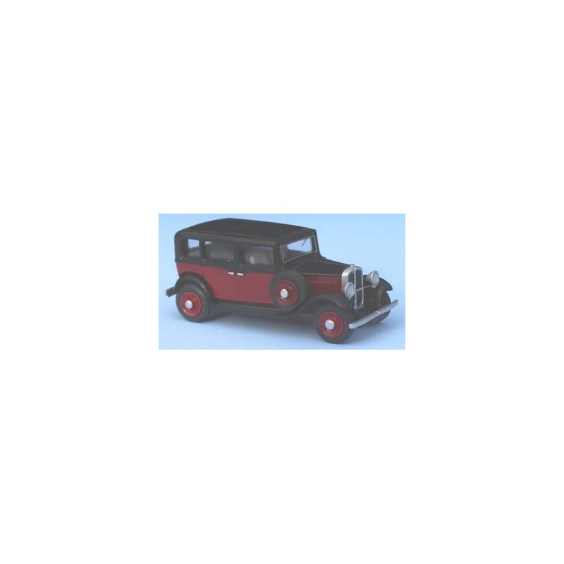 Vivaquatre KZ 9 -  rouge et noire - 7 places - roue de secours sur le coté - H0