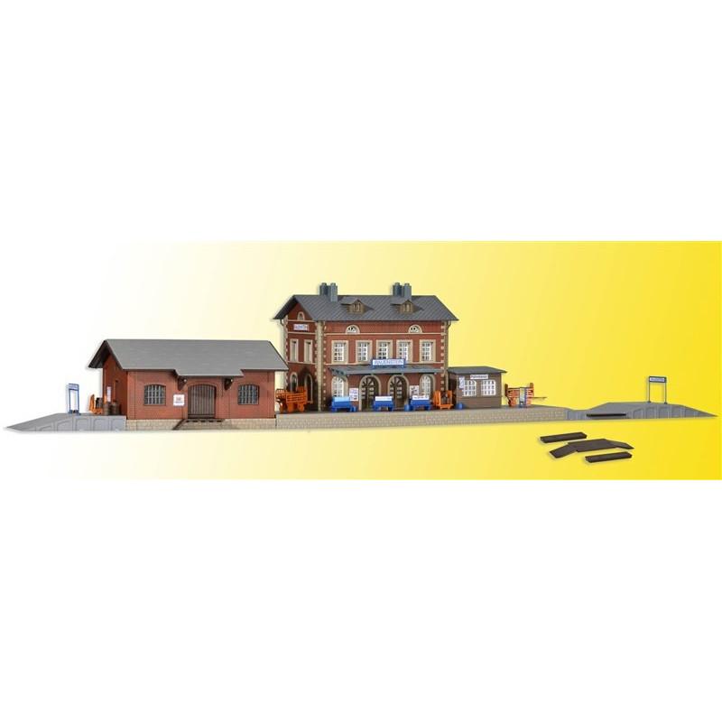 Gare de Rauenstein avec halle à marchandises