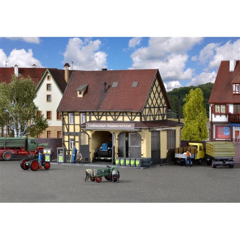 Station-service de village + atelier
